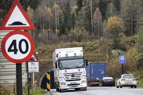 BYKS: Trafikken gjennom Oslofjordtunnelen har økt kraftig siden bomstasjonen ble lagt ned i slutten av august, men foreløpig vesentlig lavere enn Vegvesenet forventet. Begge foto: Henning A. Jønholdt