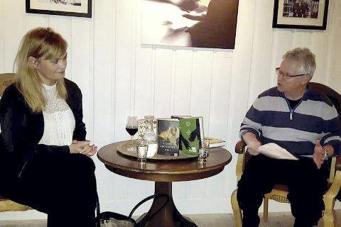 Hos vennene: Selma Lønning Aarøs møtte opp til bokprat med arrangementsansvarlig Asle Magnus Lien i Sætre gårds venneforening.