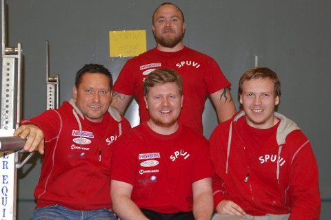 LAGET: Tommy Nordstø, Ole-Henrik Sandbo og Lars Christian Holmen tok alle sølv i NM i sine respektive klasser. Her med lagleder Jon Ramstad (bak).Foto: Innsendt