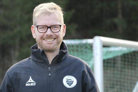 VIL BEHOLDE SPILLERE LENGER: Daglig leder Lasse Solberg i Sætre IF Graabein håper sammenslåingen av gruppene på tvers av alder vil bidra til at spillerne blir i klubben helt til de gir seg med fotball – eller går rett til en toppklubb.