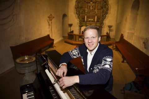 LOKALT PIANISTTALENT: Thormod Rønning Kvam tar turen hjem fra London for å delta i søndagens konsert.
