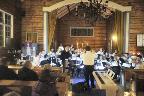 SOLIST: Linn Gaustadnes Hansen stilte som gjestesolist hos Frydenlund seniorkorps på årets julekonsert i Åros kirke.Foto: Privat