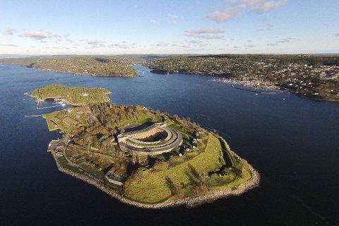 NY LEDER: Oscarsborg Festning utenfor Storsand har fått ny forvalter. Hilde Falck Olsen som begynner i april 2017.Foto: Forsvarsbygg