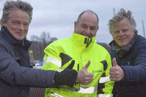 TOMMEL OPP: Christen Grønvold-Hansen (midten) sier de har holdt på med å regulere Marmorveien/Østnestangen siden 2010. Han er glad for å ha funnet det han ser som seriøse kjøpere i Tandberg Eiendom.