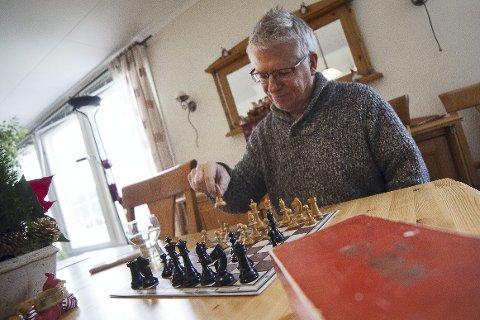 TIDLIG: Asle Lien ble introdusert for sjakk av faren så tidlig som femåring. Seieren til Magnus Carlsen i sjakk-VM har ført til at han nå vil starte en egen sjakklubb på halvøya.Foto: Henning Jønholdt