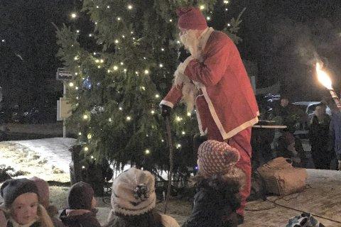 GOD JUL: Julegrantenning i Slemmestad sist søndag.Foto: Innsendt