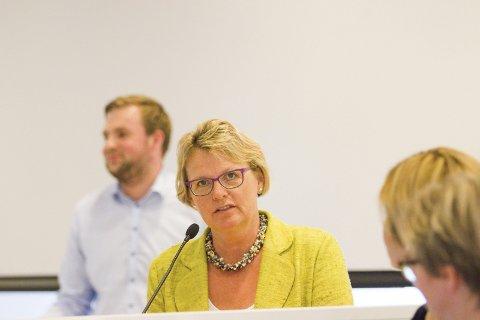 TAKK: Hilde Gunn Sletten fra Miljøpartiet de Grønne takket Rikard Knutsen (Frp) for at han vekekr den politiske gløden i henne. - Himmel og hav, utbrøt hun.Arkivfoto