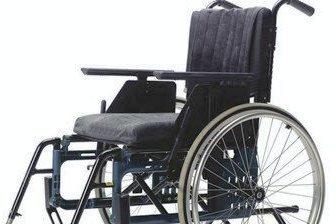 DØGNE RUNDT: Du trenger ikke lenger vente til åpningstidene dersom du trenger en rullestol. Nå låner Røyken kommune ut hjelpemidler døgnet rundt