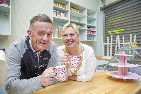 HUS-MOR OG FAR: John og Evy Thune inntar Røyken med sitt konsept med tradisjonell kost i hjemlige omgivelser. Fredag åpner de kaffebaren Fru Thune. I månedsskifte åpner Villa Røyken etter mal fra Villa Vestby hvor det hele startet.