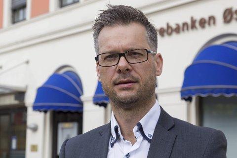 KLOKKERTRO: Jan-Roger Vrabel, direktør for person- og bedriftsmarked i Sparebanken Øst har tro på at banken skal lykkes.
