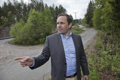 HER ELLER DER: Morten Dyrsta sier de vurderer å ta over rasteplassen ved Mørkvann, om de ikke går for å bygge ny parkeringsplass noen få hundre meter opp langs fv. 289.Foto: Henning A. Jønholdt