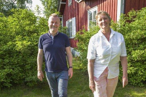 VERTSKAP: Ildsjel Arild Sandgren og Gro Sønsteby i Hurum hagelag går i bresjen for årets hagefestival på Holmen i Sætre.