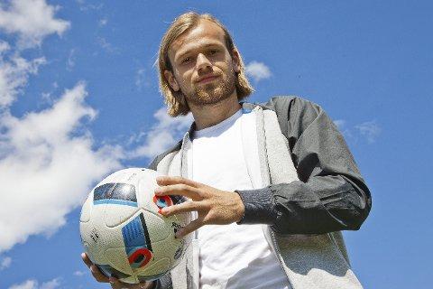 NY KLUBB: Iver Fossum (23) begynte fotballkarrieren sin i Huringen IF. I midten av august gikk han fra tyske Hannover 96 til Danske AaB. Arkivfoto: Henning Jønholdt