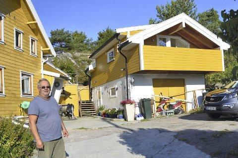 LANGDRAG: Paal Hansen i Båtstø har hatt mange runder med kommunen etter at han bygde på annekset sitt i Båtstø. Nå har Fylkesmannen bestemt at deler av det må rives.