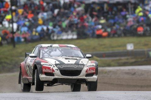 SLUTTKJØRT: Masse folk, god konkurranse og krevende forhold. Men for Christian Sandmo ble helgen ødelagt av en defekt girkasse på sin Mazda RX8. Foto: Simen Næss Hagen
