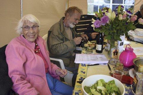 SPREK: 100 år gamle Hild Føyn Gregusson feiret dagen med familie og venner.Foto: Edgar Dehli
