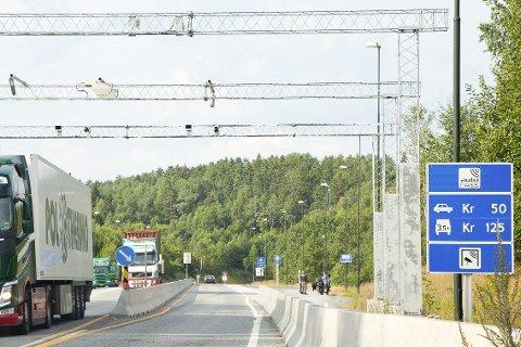 Klokken 12: I morgen ettermiddag slipper du å betale for å passere Oslofjordtunnelen.Foto: Henning A. Jønholdt