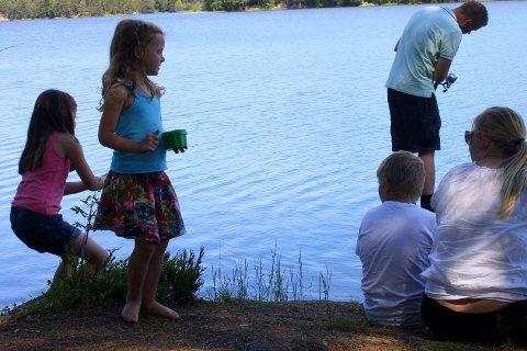 HVEM FÅR NAPP? Søndag er det klart for sommerfiske for barn og unge på Mørkvann.