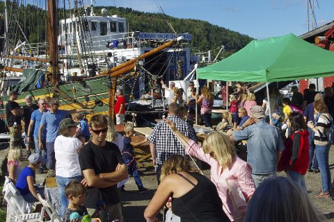 POPULÆRT ARRANGEMENT: Kulturminnedagen i Promhavn båtslipp tiltrakk seg over 1000 besøkende, og arrangørene skal være glad ikke alle var der samtidig. ALLE FOTO: PER D. ZARING