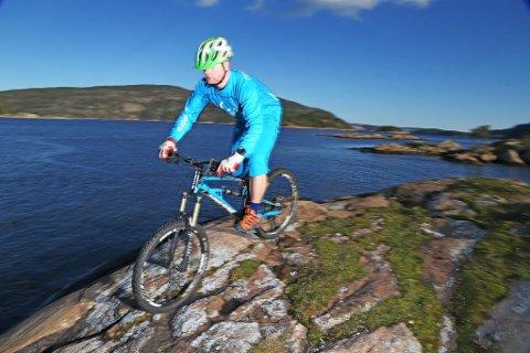 KROSS: Det kan bli norgesmesterskap i sykkelkross i skiarenaen på Spikkestad til høsten, hvis Norges Cykleforbund sier ja.Illustrasjonsfoto: Nils-Erik Bjørholdt