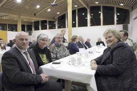 MARKERING: Fylkesordfører Roger Ryberg, ekteparet Bente og Espen Johansen fra Røyken fikk møte statsminister Erna Solberg. Foto: BFK