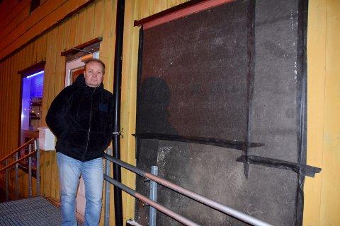 Gårdeier Knut Irgens vurderer anmeldelse etter hærverk.