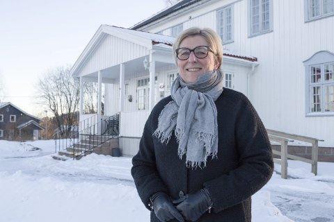 FOR ANDRE: – Vi ønsker å lage noen hyggelige timer for noen som ellers kanskje ville sittet alene på julaften, sier Unn Cecilie Raastad, og lover mat, hygge og gaver på Høyenhall julaften.