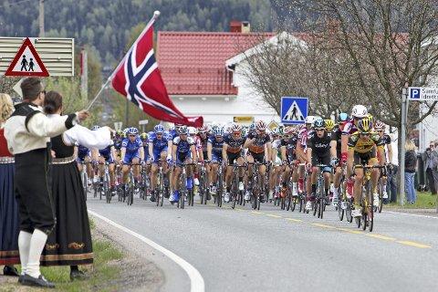 FOLKEFEST: Arrangørene forventer norske flagg og bunader langs ruta når første etappe av Tour of Norway raser gjennom tettbebygget strøk 17. mai.