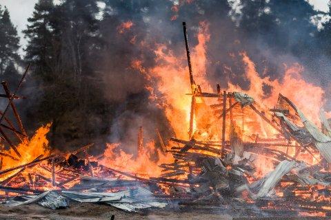 HUSK RØYKVARSLEREN: Desember og januar er de to månedene i året da det starter flest husbranner. - Husk å sjekke av røykvarsleren virker, sier utrykningsleder Rolf Sigurd Sørensen i Hurum brannvesen.
