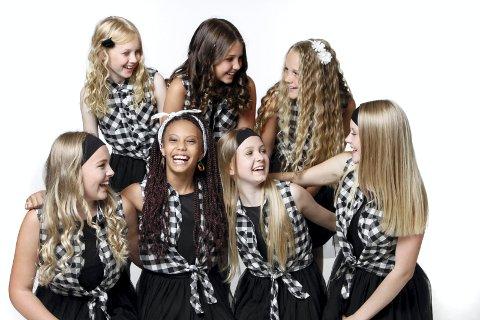 SJUENDE HIMMEL: Jentegruppa Seven skal vise sin musikal «Under samme himmel», og Prosjektkor med barn fra Røyken deltar.Pressefoto