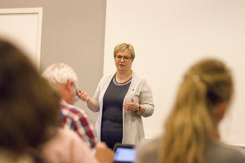 KOMMER: Ordfører Eva Norén Eriksen (H) lovte at Åros skal få sin del av kaka, slik at nærområdene blir mer attraktive for barn og voksne.Arkivfoto: bente Elmung