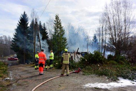 Røyken brann og redning arrangerer øvelse i Spikkestadbakkene fredag. Bildet ble tatt under onsdagens øvelse.