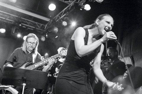 FUNNET TONEN: Torunn Eriksen og Ensemble Denada har funnet tonen, og lørdag stiller de på jazzsesjon i Sekkefabrikken.