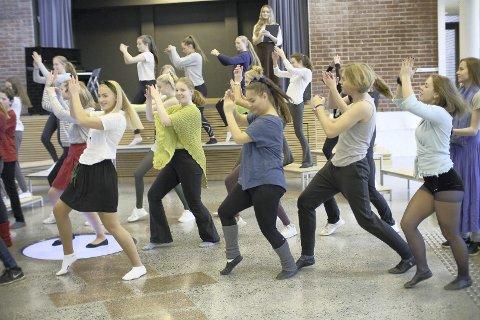 Dansetruppen: Røyken Teatergruppe er klar for Fame denne helga.