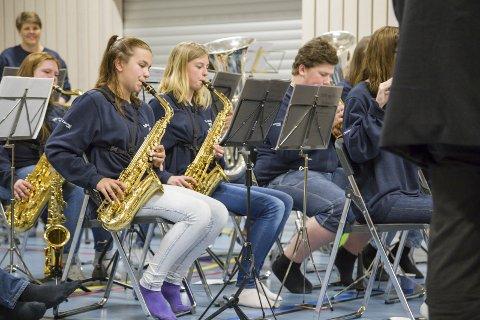KORPSKONSERT PÅ TVERS: Tofte og Filtvet skolekorps er et av de åtte korpsene som deltar i storslagen konsert på ROS Arena på Spikkestad søndag.ArkivFoto