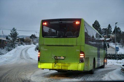 VERRE: Politiet opplyste fredag morgen om at ingen var skadet i kollisjonen mellom to busser i Røyken, men nå viser det seg at flere elever ble skadet.