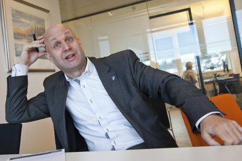 STRAMT: Kommunedirektør Lars Joakim Tveit legger fram tall som tyder på ekstra stram økonomi i Hurum kommune.