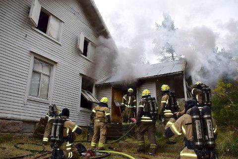 SKIFT BATTERI: I dag er det røykvarslerdagen og brannvesenet anbefaler å skifte ut batterier på alle brannvarslere.