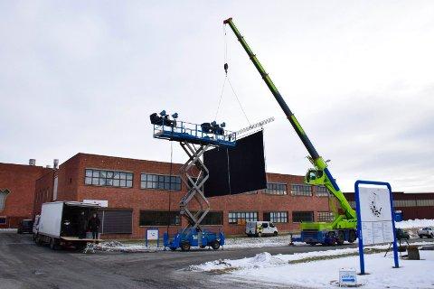 FILM: I dag er det rigget opp til filming på fabrikkområdet til Statkraft.
