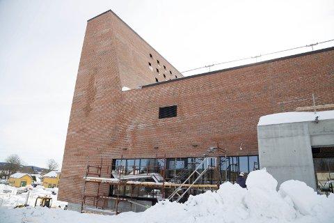 Det nye kirkebygget på Spikkestad ser ut til å bli 16 millioner kroner dyrere enn planlagt.