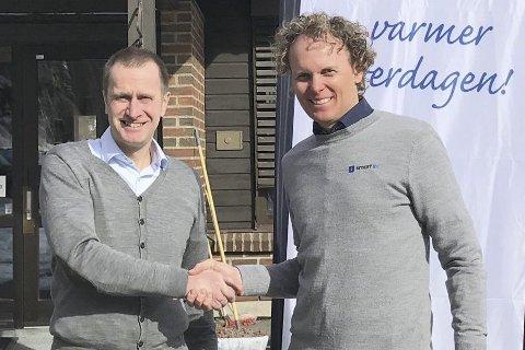 AVTALE: Daglig leder i Hurum Kraft, Christian Aakermann (t.v.) og daglig leder i Smartliv, David Jacobsen, er fornøyde med å ha inngått samarbeid nå i mars.