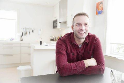 140 000 KRONER: Tomas Henden har så langt fått 140 000 kroner i støtte for å kunne dra til MOskva å få stamcellebehandling, men er ennå langt unna prislappen på 500 000 kroner  for behandlingen.