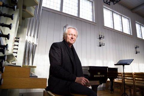BIDRAR: Nils Arne Helgerød ønsker seg flere ønsker til vårens ønskekonsert i Slemmestad kirke 11. april. Arkivfoto