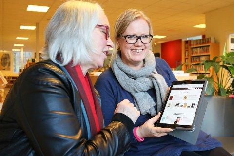 BOKPRAT:Liv Holmesland har gitt Linda Solheim i oppdrag å sette sammen programmet for vårens siste litteraturkafe på Midtbygda og Slemmestad bibliotek torsdag.