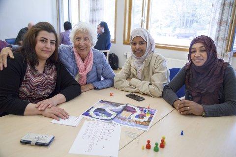 GODT KJENTE: Badia Nuri, Målfrid Kroken, Ethiam Ibrahim og Hatima Shunedaka møtes også ofte på Tofte bibliotek til språkkafé hver første onsdag i måneden.