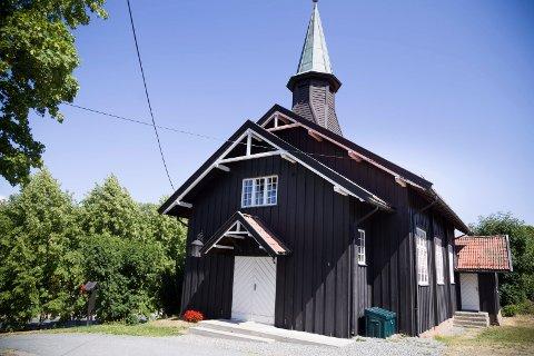 ÅROS KIRKE: Kirken i Åros ligger like ved åstedet.