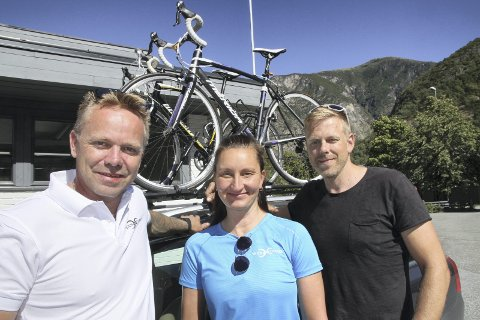 FORNØYD: Jon Matre hadde all mulig grunn til å være fornøyd etter at han hadde fullført Sognefjellrittet sammen med Mimmi Amundsen og Håkon Fosshaug Holst.