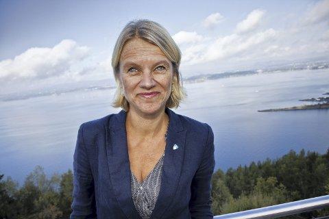 IKKE FORNØYD: Stortingspolitiker for Ap, Nina Sandberg, mener samferdselsministeren ikke har svart godt nok på hennes spørsmål.