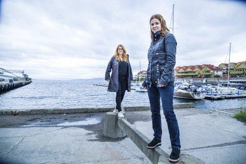 I SLEMMESTAD: Elisabeth Holter-Schøyen (fra venstre) og Solveig Schytz vil ha mer konkret fra fylkesrådet om elferjer i Oslofjorden og fra Slemmestad.