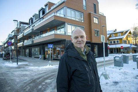 REAGERER: Trond Røed (Frp) synes det er spesielt at flertallet i kommunestyret i nye Asker kunne gå for selskapsavtalen mellom brannvesenene i Asker og Bærum, når tillitsmannsapparatet var sterkt kritiske.
